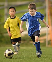 正在踢足球的Ben
