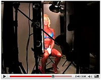 Martin Schoeller拍摄的女性健美运动员Vicki Nixon