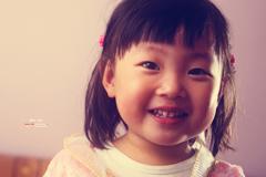 闪卓博识读者诺诺耙拍摄女儿甜美的笑容