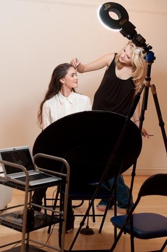 幕后的Dave Kai Piper与模特Chloe-Jasmine Whichello