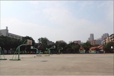 闪卓博识读者零羽拍摄的篮球场背景原图
