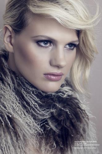 Dave Kai Piper拍摄模特Chloe-Jasmine Whichello的上身照