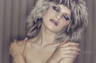Dave Kai Piper拍摄沉浸在陶醉中的模特Chloe-Jasmine Whichello