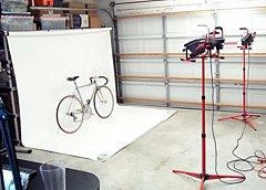 Ray Dobbins在自己的车库里做的摄影棚拍摄自行车
