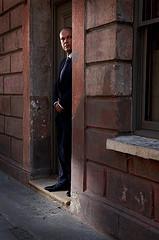 Nick Turpin街拍的躲在墙边的偷窥者
