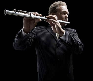 Carl McLarty拍摄吹长笛的音乐家