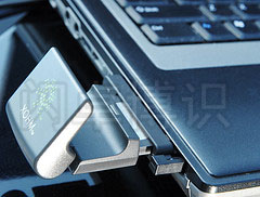 大卫·豪比拍摄的XOHM WiMAx无线网卡的特写照