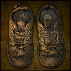 大卫·豪比儿子Ben野营后的泥鞋
