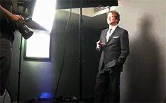 英国摄影师Greg Funnell给演员Colin Firth布光拍照图