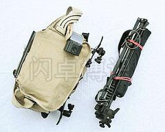 大卫·豪比旅行整装好的Domke F2设备包、灯架和伞
