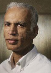大卫·豪比使用Holga镜头为Manil Suri拍摄的漂亮的头像照
