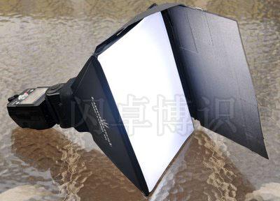 大卫·豪比的创意将SB-II柔光箱与遮光板结合改装成SB-III四叶片