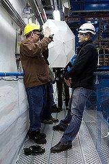 大卫·豪比为安全人员Xavier拍摄肖像照时的近距离布光图