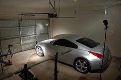 Bryan Cook在车库里为汽车拍摄照片的布光图