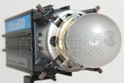 摘掉标准罩的Ultra 600一体式影室灯