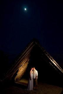 摄影师James Rubio用一个手电筒做主光拍摄的婚纱照
