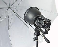 安装在支架系统上的柔光罩和伞