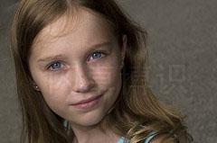 大卫·豪比在多云的天气时为女儿Emily拍摄的头像照