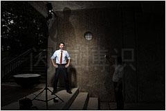 大卫·豪比用广角镜头拍摄的他给Brad拍照的布光照片