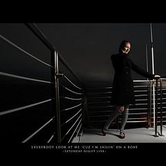 摄影师Dustin Diaz一天一拍的作品穿着风衣的女人