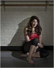 大卫·豪比使用双灯的技巧为舞者Kassi拍摄的肖像照