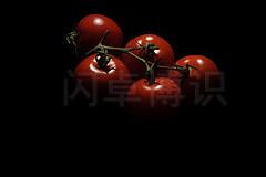 大卫·豪比使用裸灯从后上方为西红柿打光拍摄