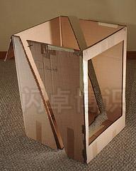 大卫·豪比使用剪开的硬纸板盒作柔光箱