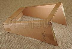 大卫·豪比使用切开的硬纸板盒柔化光线