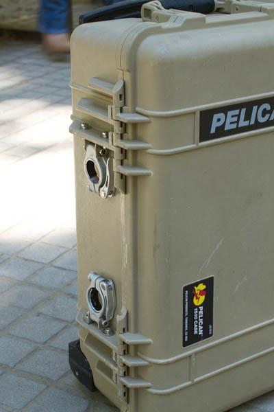 被安上自行车座管上的快拆管夹派力肯拉杆箱