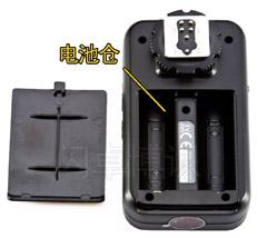永诺收发一体的TTL引闪器YN-622C电池仓特写