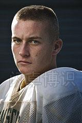 大卫·豪比为橄榄球队员拍摄的近距离头像照