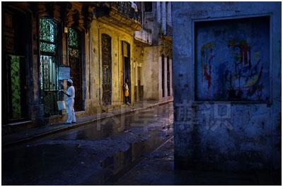 大卫·豪比在古巴拍摄的街角一处