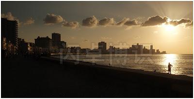 大卫·豪比拍摄的夕阳的余晖下的海滨