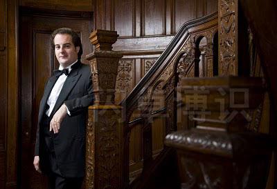 大卫·豪比拍摄的歌剧演唱家Rolando Sanz