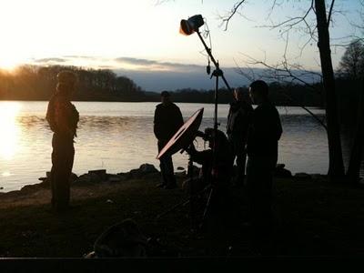 Ilana Bittner用iphone拍摄的正在布光拍摄的大卫·豪比