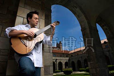 大卫·豪比为古典吉他手Mark Edwards拍摄