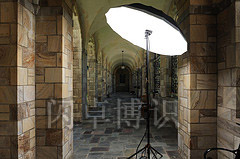 卫·豪比布置的灯光侧视图