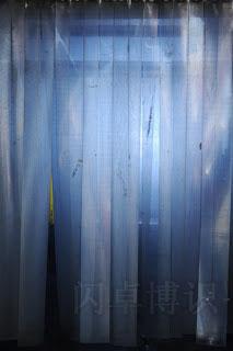 在闪光灯上加片蓝色色片的拍摄效果图