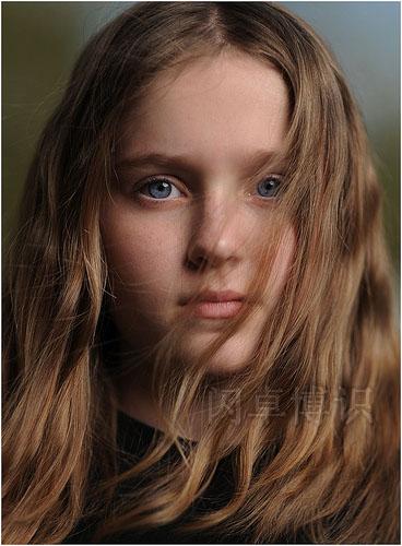 第一次用ND滤镜时拍的大卫女儿Emily肖像照