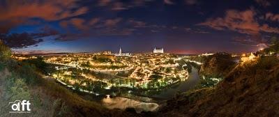 用光绘勾勒出的西班牙托莱多全景照片